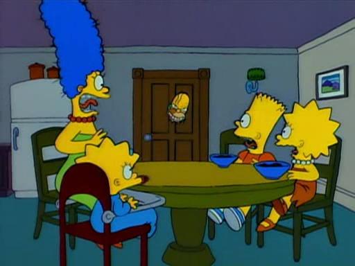 In bester Shining-Manier will der durchgedrehte Homer seine Familie umbringen.