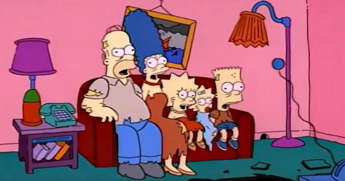 """In den """"Treehouse of Horror""""-Episoden der Simpsons wird es stets gruselig. In diesem Couchgag ist Familie Simpson als untote Zombies zu sehen."""
